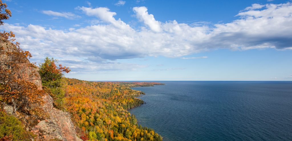 fall-leaf-colors-upper-peninsula-michigan-lake-superior-shoreline